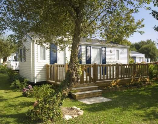 Comparaison entre un camping et un parc résidentiel de loisirs